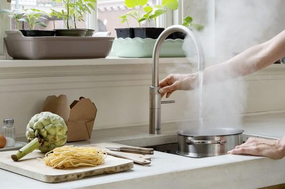 alles aus einem hahn kochendes warmes oder kaltes wasser ganz nach bedarf jederzeit verf gbar. Black Bedroom Furniture Sets. Home Design Ideas