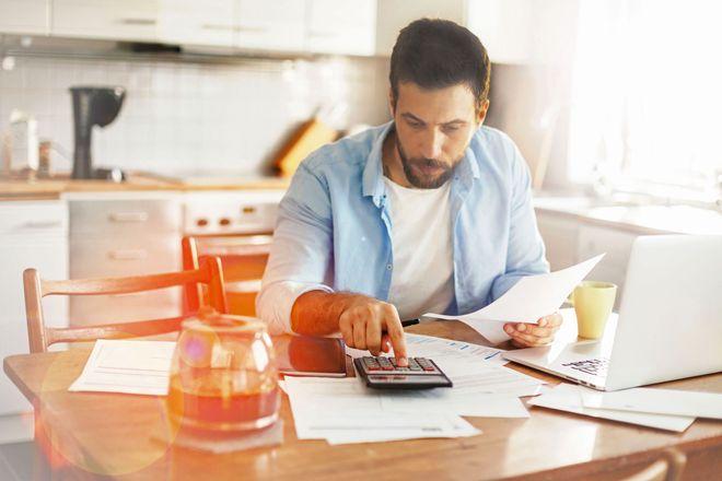 Wie viel freies Budget bleibt am Monatsende noch übrig? Mit einer privaten Buchführung haben Familien ihre Finanzen besser im Griff.