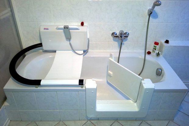 Barrierearmer Einstieg in die Wanne: Das Badezimmer altersgerecht ...