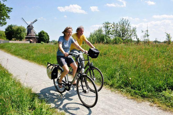 Am besten lässt sich das Ammerland per Rad erkunden, überall kann man überraschende und malerische Orte entdecken.