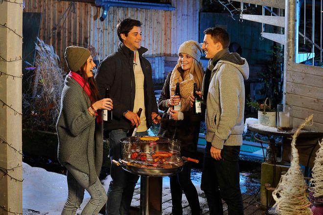 Der Trend geht zum Wintergrillen: In kleinen Gruppen und im engsten Freundes- und Familienkreis feiern und dabei kulinarische Köstlichkeiten vom Rost genießen.