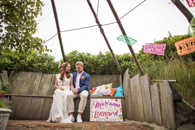 Naturnah und farbenfroh: Die Gestaltung der Hochzeit sollte im Idealfall die Persönlichkeit und den Stil der Brautleute widerspiegeln.