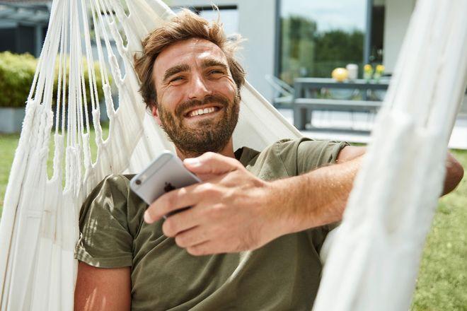 Entspannt Sonnenstrom produzieren lassen und per App alles im Blick behalten.