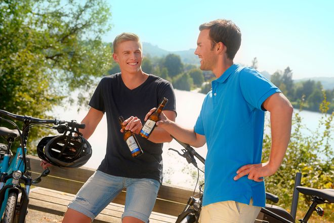 Nach der sportlichen Betätigung ist vor allem an warmen Tagen eine kühle Erfrischung angesagt. Immer mehr entscheiden sich dabei ganz bewusst für ein alkoholfreies Bier.