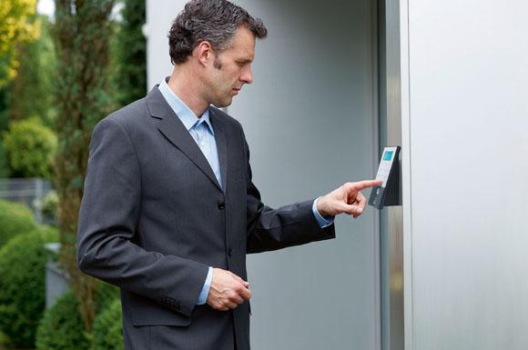 elektronische t rschl sser verbinden bedienkomfort mit hoher sicherheit ratgeberbox tipps. Black Bedroom Furniture Sets. Home Design Ideas