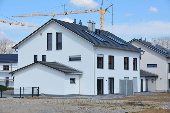 Egal ob Neubau oder umfassende Modernisierung: Hausbesitzer haben die Vorgaben des Gebäudeenergiegesetzes zu beachten.