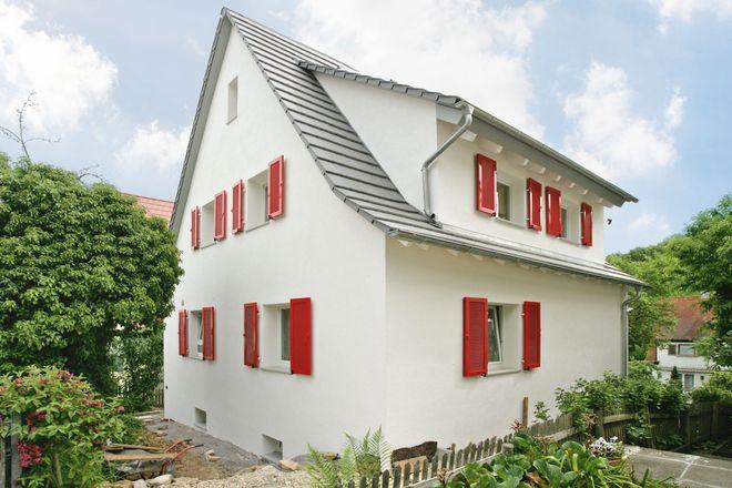 Hochleistungsdämmungen erfüllen die Mindestanforderungen für die aktuellen Förder- und Steuersparprogramme und verändern das Aussehen älterer Häuser nur geringfügig, da sie schlank aufgebaut werden können.