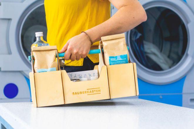 Im tragbaren Kasten ist alles enthalten, was man zur Herstellung der meisten Reinigungsmittel braucht.