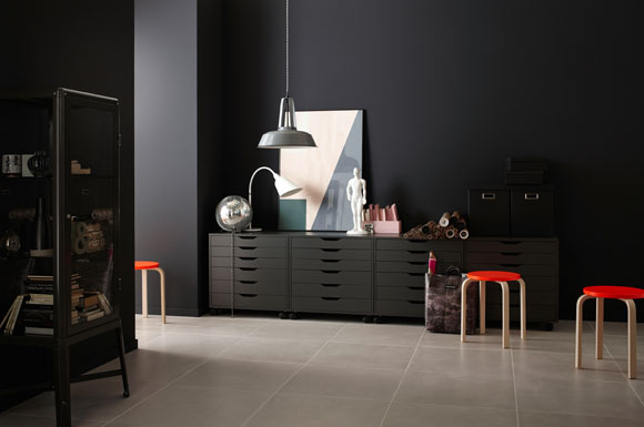 geheimnisvoll wie der mond dunkle wandfarben verleihen innenr umen einen ganz speziellen. Black Bedroom Furniture Sets. Home Design Ideas