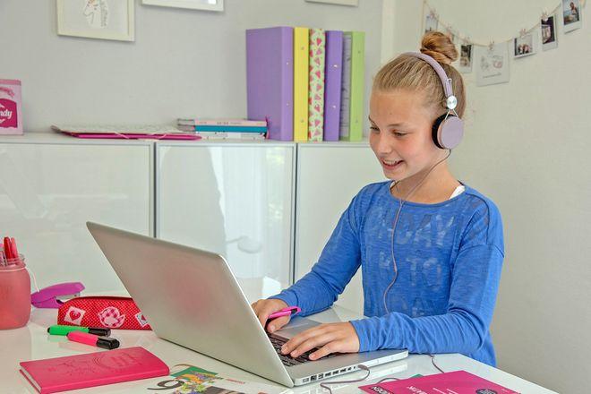 Mit zusätzlichen digitalen Lernangeboten können Schülerinnen und Schüler den Unterrichtsausfall an den Schulen etwas kompensieren.