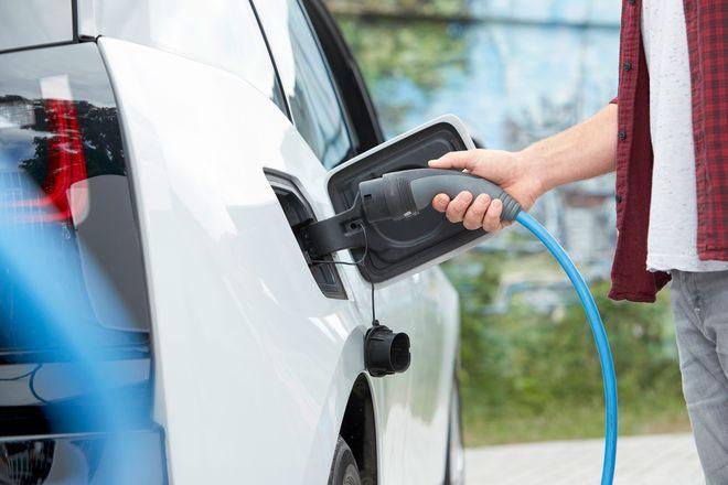 Zwei von drei Führerscheinbesitzern können sich laut Umfrage prinzipiell die Anschaffung eines reinen Elektroautos vorstellen.