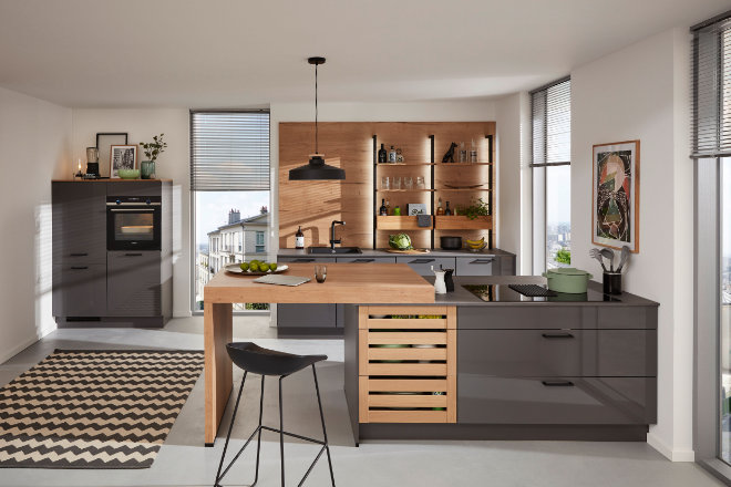 Mit dem Mix aus Materialien und Farben erhält die Küche einen ganz speziellen Look.