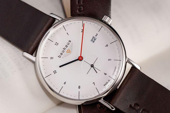 Dem Bauhaus ist eine Kollektion edler Armbanduhren gewidmet, mit denen man stilbewussten Männern und Frauen am Valentinstag eine große Freude machen kann.