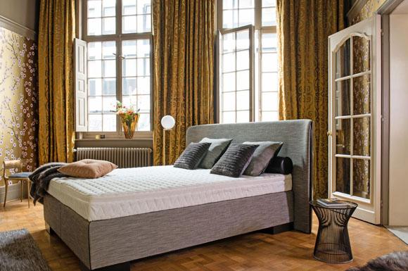 Mit einem Wasserbett lässt sich das Schlafzimmer in eine ...