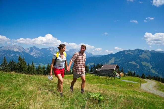 Die sanften Grasberge um Maishofen bieten Wanderern optimale Möglichkeiten für ausgedehnte Touren.