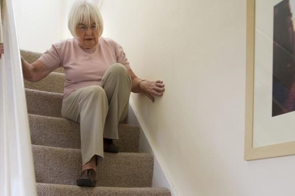 senioren sollten gegen ungl cke im haushalt abgesichert. Black Bedroom Furniture Sets. Home Design Ideas