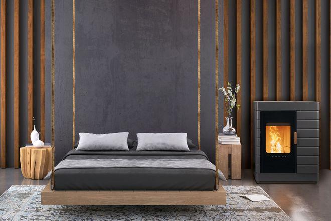 Im wahrsten Sinne des Wortes zum Träumen: Ein Pelletofen sorgt im Schlafzimmer für ein gemütliches Ambiente und bietet einen Wirkungsgrad von über 90 Prozent.