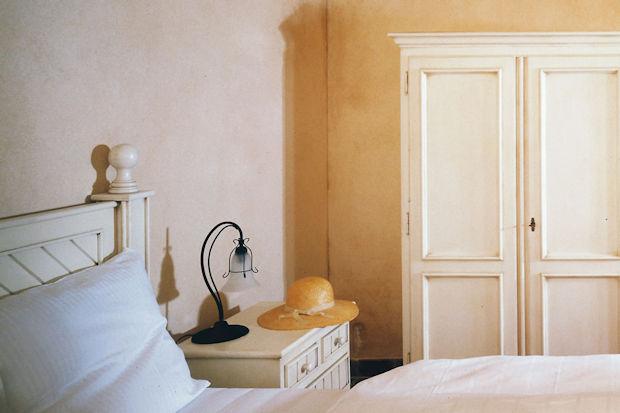 wandgestaltung ohne schimmelgefahr mineralische farben bieten den l stigen pilzen keine. Black Bedroom Furniture Sets. Home Design Ideas